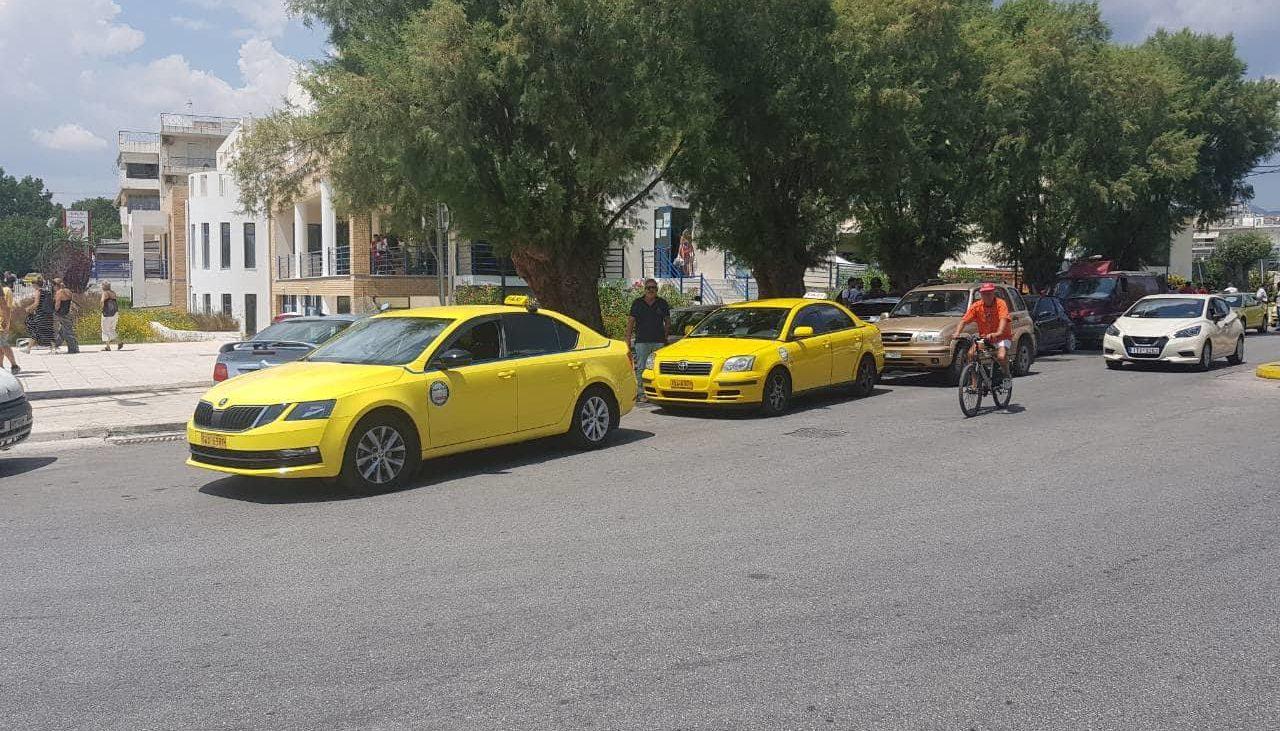 Οχήματα Ταξί από τον Αστέρα βρίσκονται στην Ραφήνα